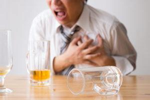 飲酒中に胸痛を認めた男性の画像