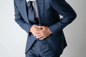 腹痛の男性の画像
